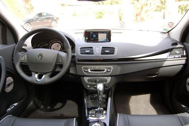 Le système multimédia R-Link possède une interface pratique, même si l'écran tactile est éloigné du conducteur.