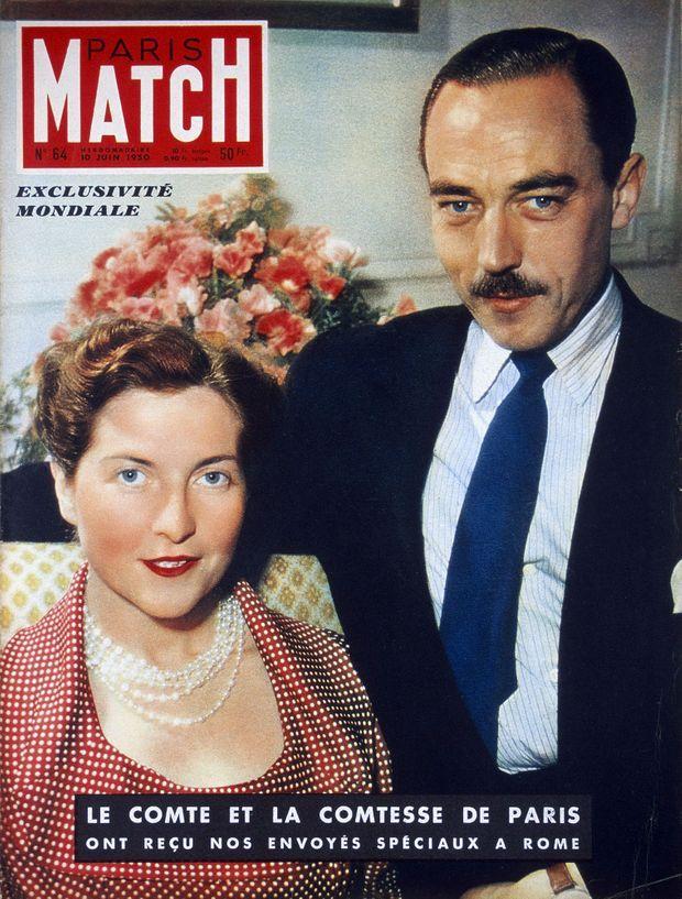 Les parents d'Isabelle de France : Henri d'Orléans, comte de Paris et héritier du trône de France, et son épouse la comtesse Isabelle d'Orléans-Bragance, en couverture de Paris Match n°64, daté du 10 juin 1950.