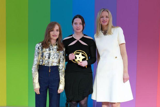 Isabelle Huppert, Nensi Dojaka, Delphine Arnault.