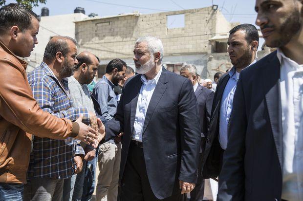 Le leader du Hamas Ismaël Haniyeh se rend aux obsèques de Fawzi Jihad Kawari le 15 avril 2018.