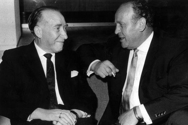 Oskar Schindler, à droite, pose avec Itzhak Stern, son comptable.
