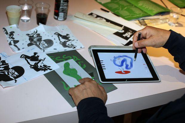 """Ivan Messac travaille avec un iPad et il peut même imprimer sur toile, avec """"un trait impeccable""""."""