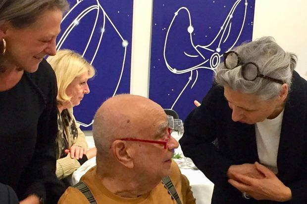 L'artiste Télémaque, entouré de Caroline Moussion et Jacqueline Rabouan.
