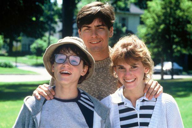 """Corey Haim, Charlie Sheen et Kerri Green sur le tournage de """"Lucas"""" en 1986."""