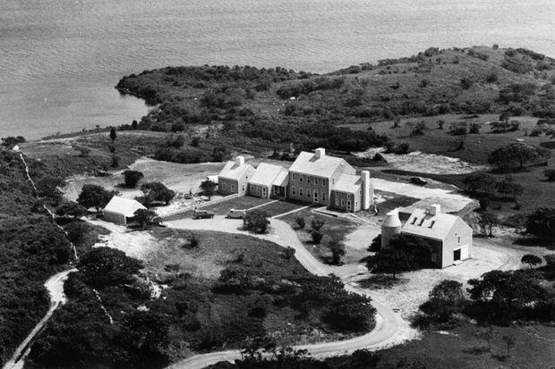 La « Red Gate Farm », la propriété de sa mère Jackie Kennedy Onassis située sur Martha's Vineyard, en 1991