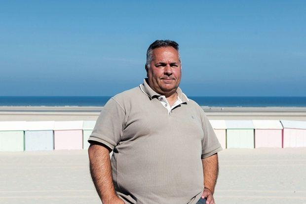 Jacky Karpouzopoulos, 27/06/2018, Berck sur mer, France. Jacky Karpouzopoulos est membre de la Coordination mammalogique du nord de la France (CMNF). Spécialiste des échouages de phoques, il a eu l'occasion de pratiquer les autopsies des récents cadavres de phoques.