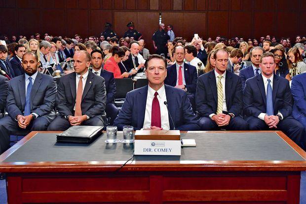James Comey témoigne contre Trump devant la commission d'enquête du Sénat, le 8 juin 2017.