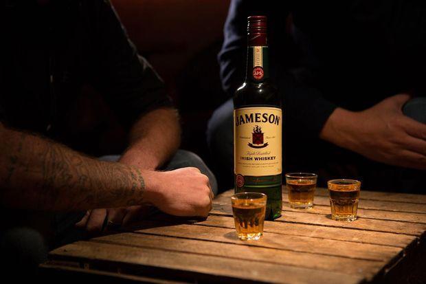 Une bouteille de whiskey irlandais.