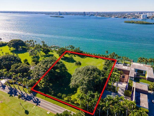 Jared Kushner et Ivanka Trump auraient acquis cette parcelle sur la très exclusive Indian Creek Island, une communauté privée ultra-sécurisée située près de Miami en Floride.