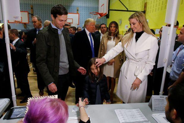 Jared Kushner et Ivanka Trump votent à New York avec l'aînée de leurs trois enfants, le 8 novembre 2016.