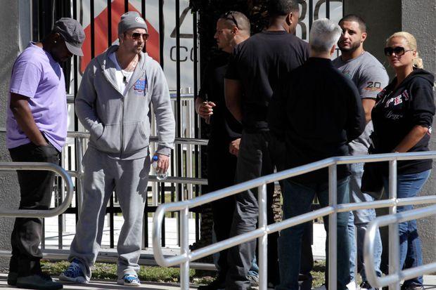 Le père de la star, Jeremy Bieber (deuxième à gauche), aurait une mauvaise influence sur son fils.