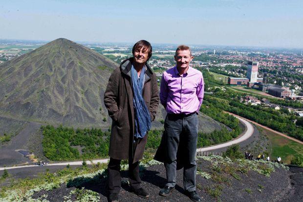 Le maire, Jean François Caron, aux côtés de Nicolas Hulot qui s'était passionné pour l'expérience en 2011.