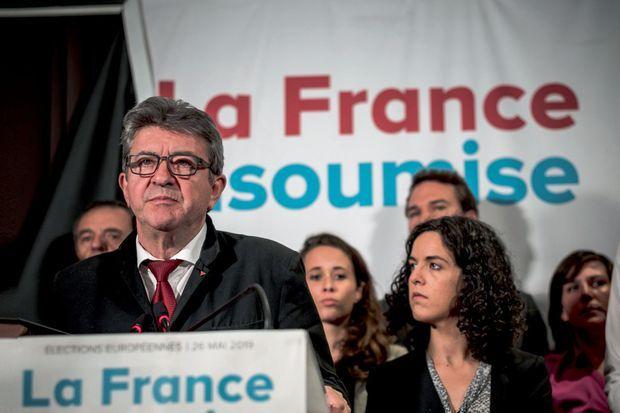 Jean-Luc Mélenchon et la candidate Manon Aubry dans un bar du Xe , le Belushi's, à Paris. LFI arrive en 5e position avec 6,3 % des voix.
