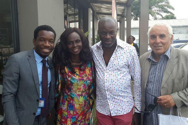 Jean-Michel et son épouse Pélagie à Abidjan en 2019 avec (à g.) S'eîbou Traore, photographe officiel du Président ivoirien Alassane Ouattara et Yves Ndembela (au centre), animateur de Radio Nostalgie Cote d'Ivoire