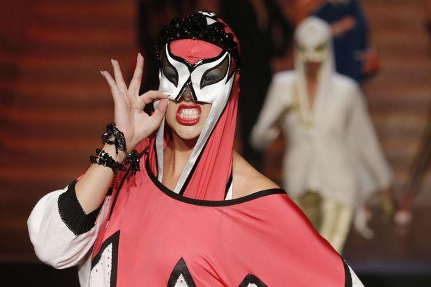 Une des lutteuses de Jean Paul Gaultier.