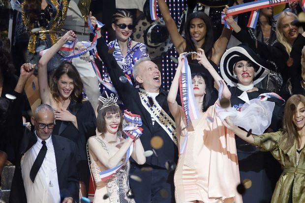 Le final du défilé de Jean Paul Gaultier.