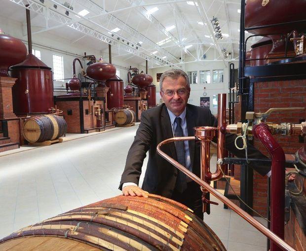 Jean-Pierre Vidal, ici sur le site du Peu, est responsable des distilleries du groupe.