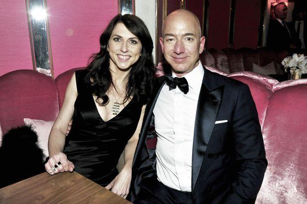 Jeff et MacKenzie Bezos à la soirée des Oscars, le 26 février 2017. Deux productions Amazon sont récompensées dont « Manchester by the Sea » de Kenneth Lonergan. L'animateur Jimmy Kimmel a prévenu : « Si vous l'emportez ce soir, votre Oscar vous sera livré sous cinq jours ouvrés. »