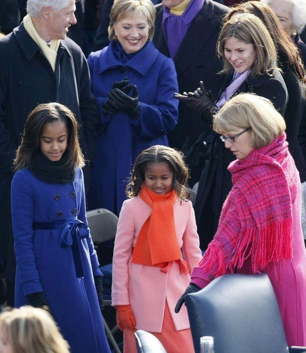 Jenna Bush regarde Malia et Sasha Obama le 20 janvier 2009, jour de l'investiture de Barack Obama.