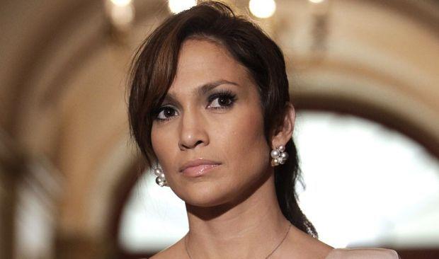 -Jennifer Lopez sérieuse--