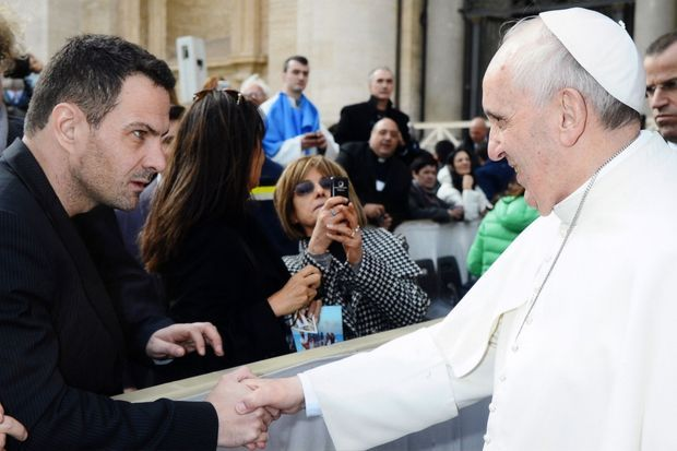 Jérôme Kerviel et le pape François, lors de leur rencontre le 19 février dernier.