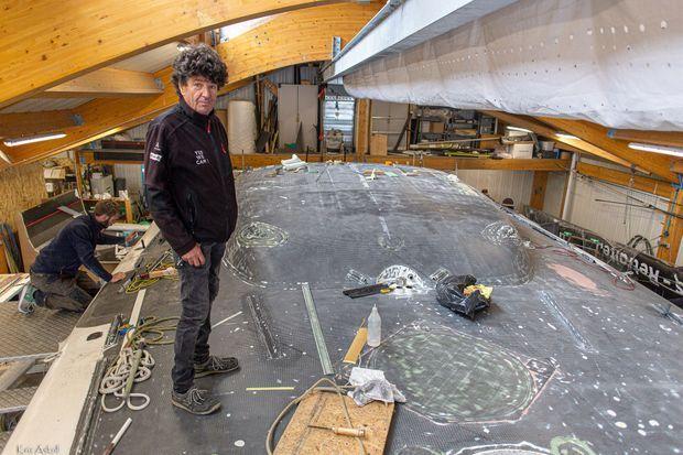 Jean Le Cam sur son chantier à Port-la-Forêt.