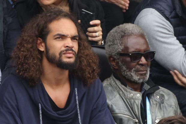 Joakim Noah et son grand-père Zacharie Noah à Roland-Garros, en juin 2016.