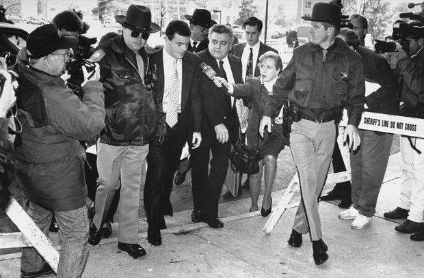 Effervescence médiatique autour de John Wayne Bobbitt à l'ouverture de son procès pour viol et violences conjugales en novembre 1993.