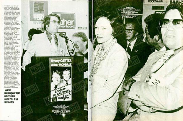 """Photo de gauche :""""Le révérend Jones prenant la parole en faveur de Jimmy Carter, candidat démocrate à la présidence des Etats-Unis, et de Walter Mondale, candidat à la vice-présidence."""" - Photo de droite : """"Jones, aux cotés de Rosalynn Carter, épouse du futur président, durant un meeting destiné à réunir des fonds pour financer la campagne électorale de Jimmy Carter pour la présidence."""" - Paris Match n°1541, 8 décembre 1978"""