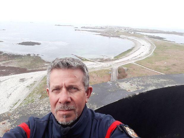 Joseph Neysius sur le phare de l'île de Sein.