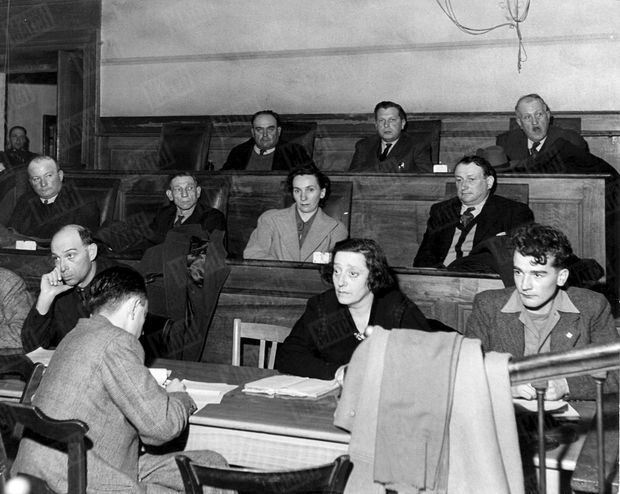 « Voici les jurés de Valence qui ont eu à juger le gang des J3. Pendant les débats, ils n'ont fait poser aucune question aux accusés par l'intermédiaire du président. Les délibérations ont duré 35 minutes. Maximum de la peine pour tous. » - Paris Match n°48, 18 février 1950.