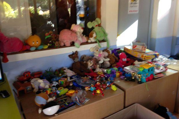 Des jouets mis à disposition des enfants.
