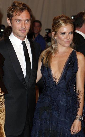 Jude Law + Sienna Miller-