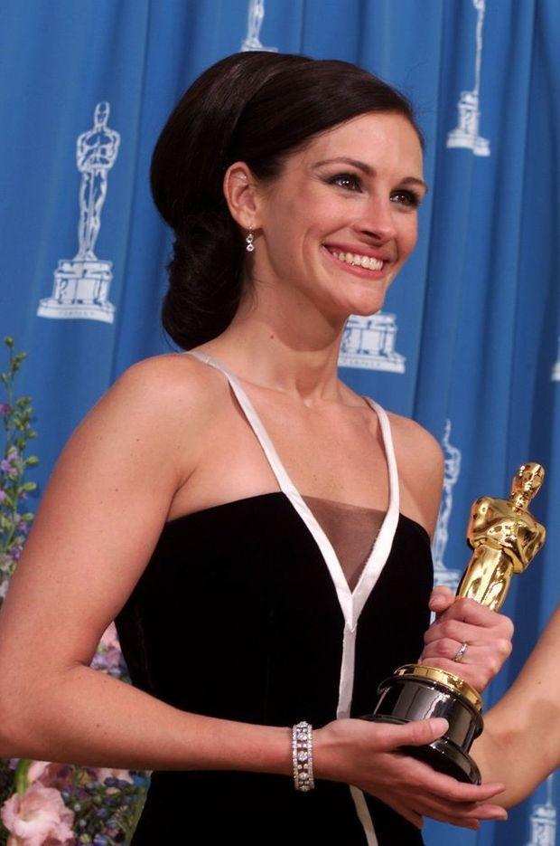 Julia Roberts remportera l'Oscar de la meilleure actrice pour son interprétation d'Erin Brockovich, en mars 2001.
