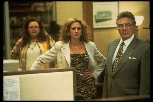 Julia Roberts et Albert Finney dans le rôle d'Ed Masry dans « Erin Brockovich » de Steven Soderbergh.