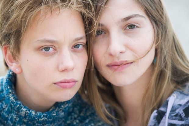 Sophie Breyer, Marie Colomb qui incarnent les jumelles Jessica et Laëtitia.
