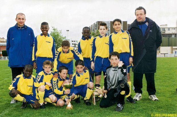 A la JS Suresnes, son premier club (en bas à gauche)