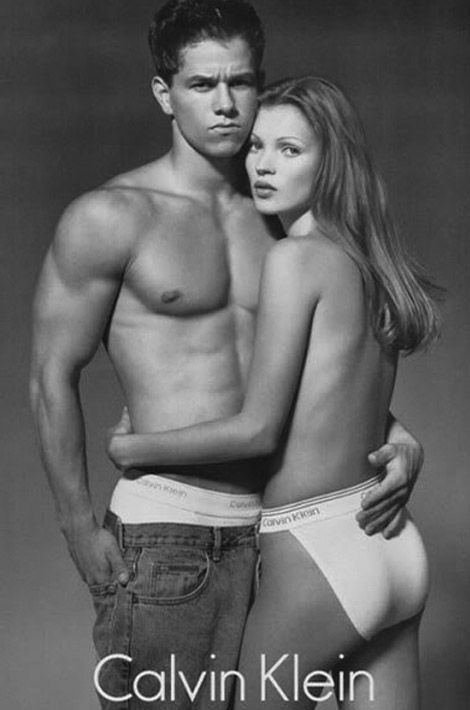 Kate Moss et Mark Wahlberg dans la publicité Calvin Klein en 1995