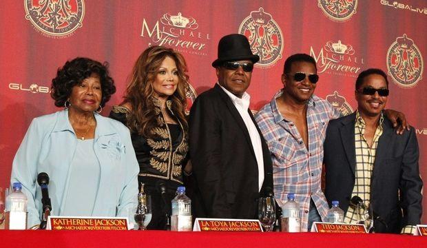 Katherine Jackson, La Toya, Tito, Jackie et Marlon-