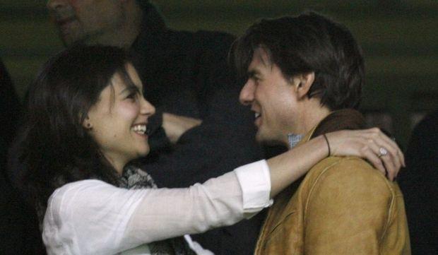 Katie Holmes et Tom Cruise amoureux à un match de foot-