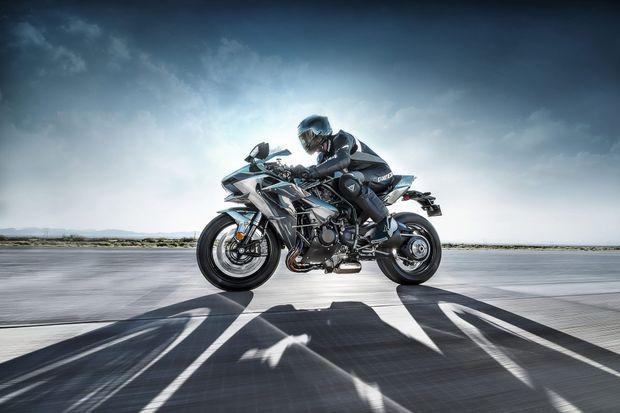 La Kawasaki Ninja H2 coûte 26 000 euros.