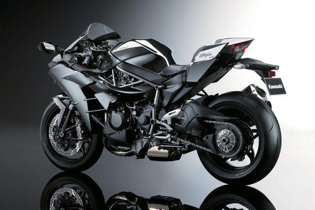 Sur la Ninja H2, tout a été pensé pour que le plus blasé des motards soit subjugué.