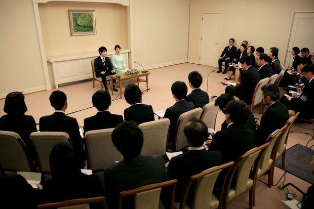 La princesse et le roturier sont très amoureux : Mako d'Akishino et Kei Komura ont échangé des sourires complices durant la conférence de presse, dimanche.