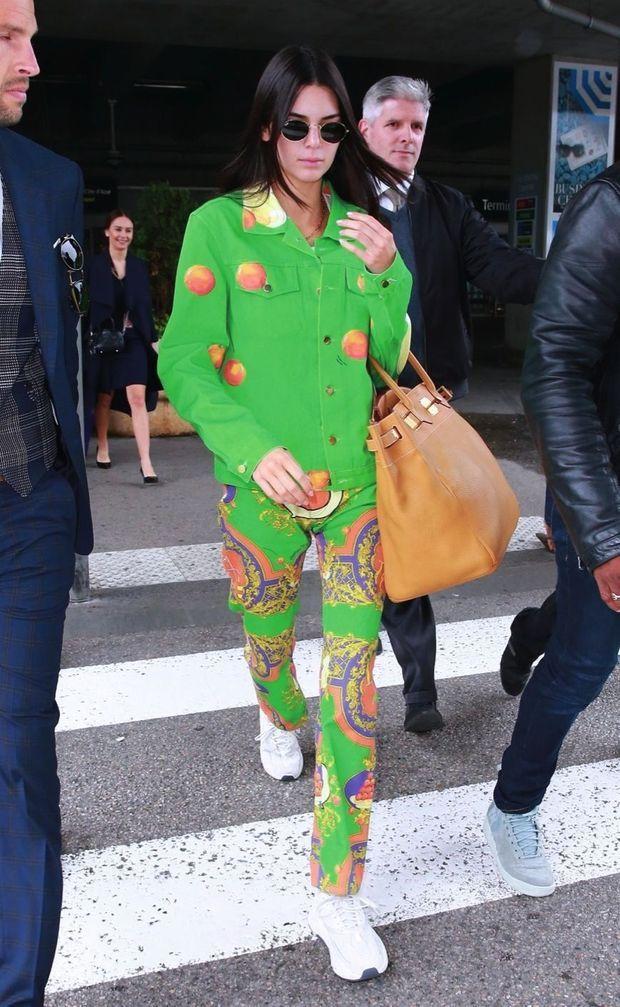 Kendall Jenner et son ensemble Casablanca Paris.
