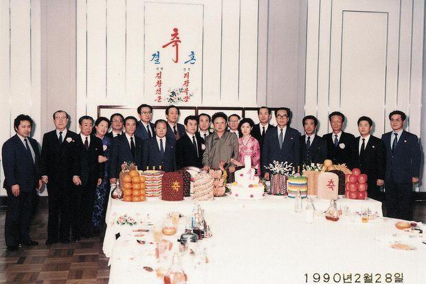 Au mariage de Kim Chan Son, son supérieur, en présence de Kim Jong Il, en février 1990.