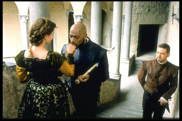 """« Acteur dans """"Othello"""", réalisé par Oliver Parker, en 1995, dans le rôle-titre et aux côtés d'Irène Jacob et Laurence Fishburne. » - Paris Match n°2503, 5 mai 1997"""