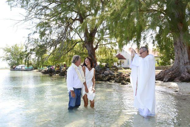 Samedi 24 mai, une dernière bénédiction devant l'église avant d'aller se baigner.