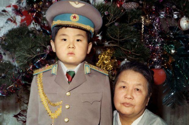 Kim Jong-nam enfant, avec sa grand-mère maternelle.