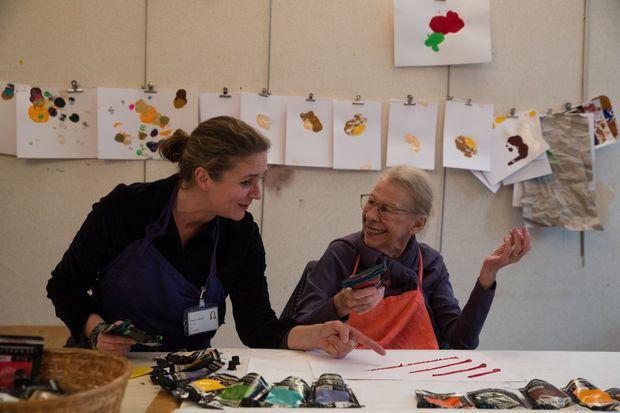 Stimuler la créativité. Deux fois par semaine, Valérie animé des ateliers d'art thérapie.