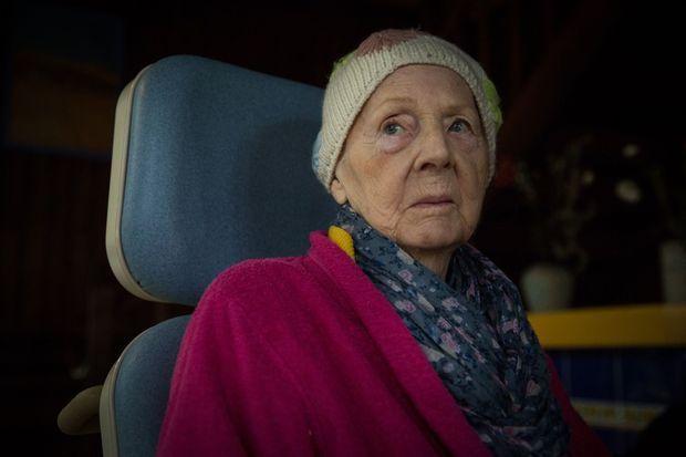 Irène, 87 ans, atteinte d'un cancer en phase terminale.